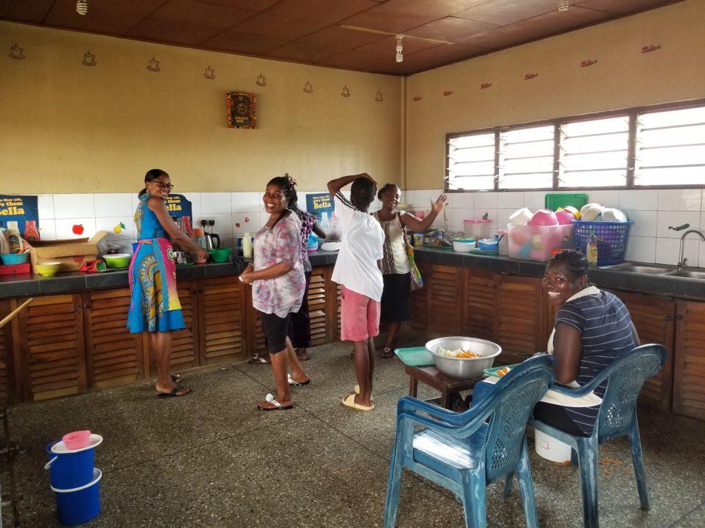 Kinder-Paradise-Ghana-Kueche